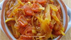 The flavors of this simple tomato onion relish are AMAZING! With a hint of curry and the blend of sweet and sour flavors, this is ideal condiment for . Relish Recipes, Curry Recipes, Vegan Recipes, Cooking Recipes, Tomato Relish, Onion Relish, Vegan Food, Vegan Vegetarian, Tasty Videos