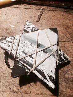 Portachiavi a forma di stella (cartone ed elastici)