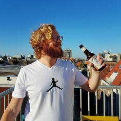 CHECK DIE MERCHANDISE!! Een biertje smaakt altijd beter als je een drinkende @jpschadde op je shirt hebt staan.  #newshirt #nevernotdrinking #cityguysnl #whiteshirt #lowlanderbeer #Cityguysshirt