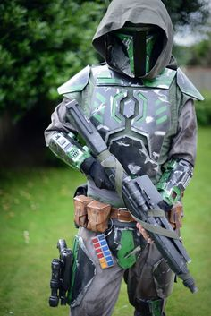 Notice the Imperial ranking badge on the belt. Mandalorian Costume, Mandalorian Armor, Star Wars Pictures, Star Wars Images, Cosplay Armor, Halo Cosplay, Star Wars Design, Star Wars Rpg, Star Wars Costumes