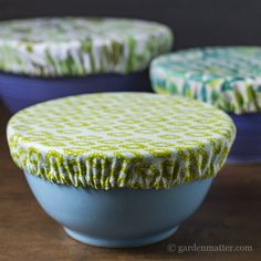 Learn how to make pretty fabric bowl covers to protect your food as an alternative to plastic wrap. A great housewarming present or any occasion gift. sew einfach clothes crafts for beginners ideas projects room Sewing Hacks, Sewing Tutorials, Sewing Crafts, Sewing Patterns, Sewing Tips, Sewing Ideas, Diy Crafts, Tapas, Fat Quarter Projects