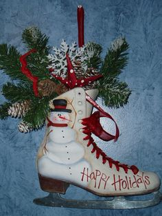 Ice Skate, recycled this ice skate for a great holiday decoration. painted the snowman applied a spray finish took out the laces used organza ribbon instead filled the skate with floral foam added pine and other holiday greenery and decoration. Noel Christmas, Winter Christmas, All Things Christmas, Christmas Wreaths, Christmas Decorations, Christmas Ornaments, Holiday Decorating, Decorating Ideas, Primitive Christmas