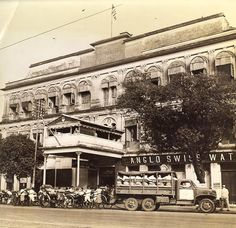 [Photo] American Red Cross Burra Club on Chowringhee Square East, Calcutta, India, 1945 Rare Photos, Old Photos, Vintage Photos, India West, West Berlin, Vintage India, American Red Cross, West Bengal