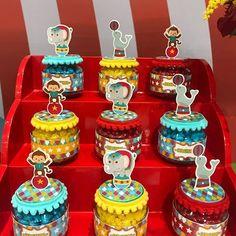 E essa fofura de potinhos personalizados? Tudo feito com muito carinho para o Circo do Serginho. #festacirco #personalizadoscirco #circusparty #circo #tubetepersonalizado #festainfantil #festaaracaju #kidsparty #detalhes #decoracaodefesta #personalizados #festapalhaço