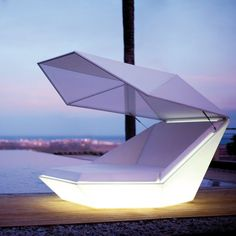 Faz Daybed by Vondom / Your hours by the beach is possibly going to have a charming makeover as you sunbathe on the Faz Daybed by Vondom