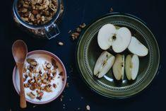 Nøtteblanding, yoghurt og eple - skardalernaering.no  Mixed nuts, yogurt and apple My Recipes, Healthy Recipes, Yoghurt, Acai Bowl, Bowls, Breakfast, Photos, Food, Acai Berry Bowl