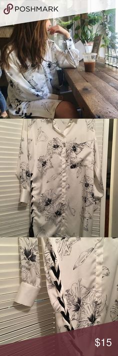 ZARA printed dress with lace sides Cute dress with lace up on sides Zara Dresses Mini