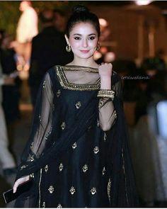 10 Beautiful Pictures of Pakistani Actress Hania Aamir Pakistani Fashion Party Wear, Pakistani Formal Dresses, Shadi Dresses, Pakistani Wedding Outfits, Pakistani Dress Design, Indian Fashion, Women's Fashion, Bridal Outfits, Fashion Outfits