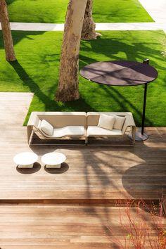 simpele lijnen gras strak om de bomen en check houten terras?