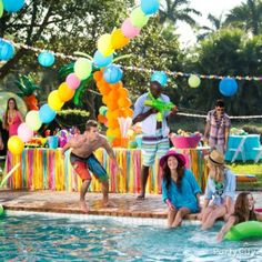 13 Cool Ideas for a Splashy Summer Pool Party or Luau: Make it sizzle with breezy balloon palm trees, fun wearables & skinny cocktails (via Party City) Luau Pool Parties, Pool Party Themes, Pool Party Decorations, Luau Party, Summer Parties, Party Ideas, City Party, Bbq Party, Beach Party