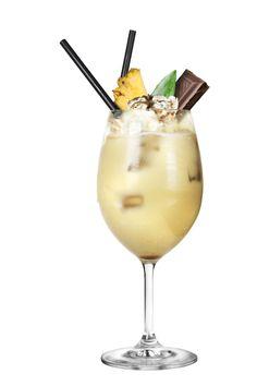 """Black Colada"""", del gran Jacky Montagano:  En la licuadora,  5 cl. de #RonBotran8, 4 trozos de piña natural (30-35 gramos de piña), 8 cl. de zumo de Piña Delikata Cuckoo, 3 cl. de leche, 2 cl. de leche de coco, 2 cl. de azúcar líquido y una bola de helado de chocolate.  Licuamos y servimos."""