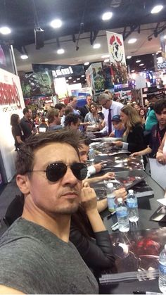 Could he NOT with that face!!! - Jeremy Renner