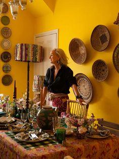 Crystal Glass Set, Cabana Magazine, Party Pops, Pineapple Pattern, Global Design, Porcelain Vase, How To Memorize Things, Fill, Decor
