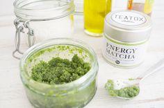 Matcha-Peeling aus Olivenöl, Salz, Matcha und Honig!