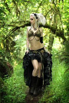 Kato has clothes that would make me fit right in at Faerieworlds....and stuff.... :)