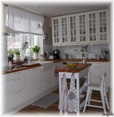 I LOVE the glass windows on the wall cabinets!!! The whole set up is Simple and functional