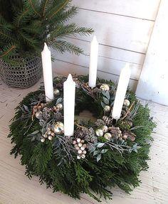 Christmas Wreaths, Candles, Holiday Decor, Blog, Home Decor, Life, Christmas Garlands, Homemade Home Decor, Holiday Burlap Wreath