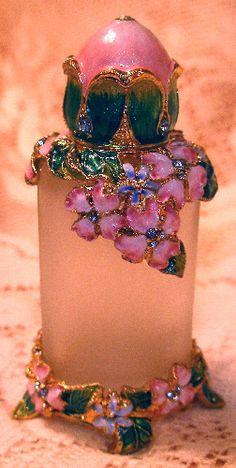 www.treasuredcollectibles.net-servlet-the-362-Bejeweled-Butterfly-Flowers-Perfume-Detail.jpg