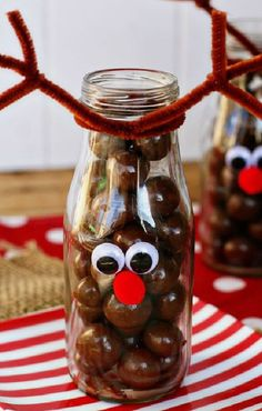 Holiday Decorating & Ideas – Fun reindeer craft for kids. Fill these jars with … Holiday Decorating & Ideas – Fun reindeer craft for kids. Fill these jars with whoppers or chocolate balls. The decorating is simple and takes only… Continue Reading → Best Christmas Recipes, Homemade Christmas, Diy Christmas Gifts, Christmas Decorations, Christmas Ideas, Holiday Decorating, Decorating Ideas, Christmas Presents To Make, Holiday Ideas