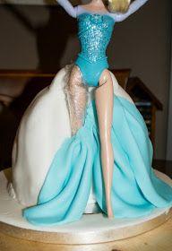 Manzana&Canela: Tarta de muñeca Elsa (Frozen) - Paso a paso Muñeca Elsa Frozen, Birthday Cake Video, Birthday Ideas, Elsa Doll Cake, Buttercream Techniques, Chef Cake, Frozen Cupcakes, Elsa Cakes, Cake Videos