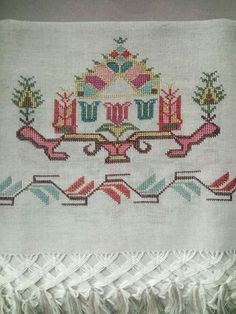 This Pin was discovered by Fad Palestinian Embroidery, Bargello, Hand Embroidery, Diy And Crafts, Cross Stitch, Butterfly, Home Decor, Cross Stitch Art, Cross Stitch Embroidery