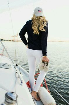 In terms of well designed summertime clothes, there are many of styles to select from, but always stylish is chic. Adrette Outfits, Preppy Outfits, Classy Outfits, Work Outfits, Boat Shoes Outfit, Outfit Posts, Nautical Outfits, Nautical Fashion, Outfits