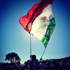 El orgullo de ser el 12.  Dale REPIN, ME GUSTA, si también compartes la pasión de ser mexicano.
