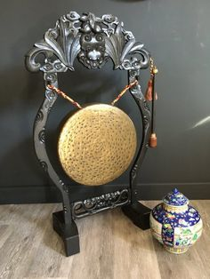 Late 19th C Chinese Dinner Gong. - A large floor standing brass dinner gong. Decoratively carved hardwood frame stood on block feet. Antiques Atlas Chinese Dinner, Frame Stand, Chinese Antiques, Hardwood, Carving, Brass, Flooring, Interior, Natural Wood