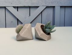 Übertopf aus Beton in Diamantenform, geometrischer Blumentopf, Wohndeko im Industrielook, moderne Dekoidee / cement planter in diamond shape, geometrical cachepot, home decor in industrial style made by IndustrialRepublic via DaWanda.com