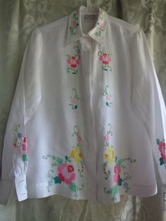 Vintage blouse hand  embroidery applique white by vintagewayoflife