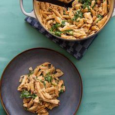 """Alt i ett"" kremet kyllinggryte – Oppskrifters Picky Eaters, Pasta Salad, Stew, Food And Drink, Ethnic Recipes, Recipes, Spinach, Crab Pasta Salad"