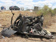 Carro ficou destruído após bater de frente com carreta na Bahia (Foto: Raimundo Mascarenhas/Calila Noticias)