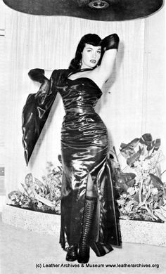 Bettie Page image taken Bettie Page Photos, Irving Klaw, Classic Beauty, Vintage Beauty, Vintage Glamour, Vintage Ladies, New Wave, Pin Up Girls, Look Fashion