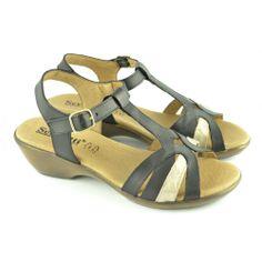 #Sandalias con mini cuña de 3 centímetros de altura, en corte de T, en combinación de dos colores, con pulsera tobillera de hebilla regulable para facilitar el calce y ajuste del pie de la marca SERGIOTTI.