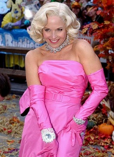 Katie Couric: homage to Marilyn Monroe