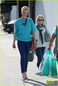Katherine Heigl, all in blue.