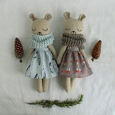 dolls from nature by PepitaCalabaza on Etsy Crochet Projects, Sewing Projects, Organic Baby Toys, Fabric Toys, Bear Doll, Sewing Toys, Toddler Toys, Handmade Toys, Softies