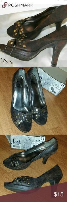 ⬇NL lei Stash studded heel dress heel shoes Wore two times Great condition  No flaws Comes with bottom of the box (lid missing) No tag on shoes lei Shoes Heels