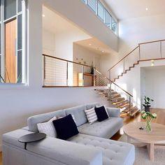Split level building Stunning King Living sofa! Splow House, Interior Railings, Staircase Railings, Stairs, Living Room Remodel, Living Room Sofa, Split Level House Plans, Split Level Home, Narrow House