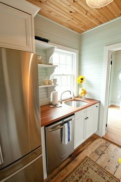 Beautiful Kitchen Cabinets for your new kitchen Barn Kitchen, New Kitchen, Kitchen Decor, Kitchen Flooring, Kitchen Cabinets, Cocinas Kitchen, Kitchen Design Open, Cuisines Design, Kitchenette