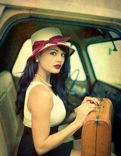 Vintage Style Classic Rockabilly girl, different from the usual, tattooed, rock and roll, short dress rockabilly girls. - Gallery nine in the series of Rockabilly girls showing off their style. Pin Up Vintage, Vintage Mode, Look Vintage, Vintage Beauty, Vintage Travel, Vintage Luggage, Vintage Glam, Vintage Pearls, Vintage Hats