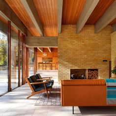 Ahm House, a modernist home built by Danish architect Jørn Utzon in Hertfordshire, England, has been renovated by architecture studio Coppin Dockray. Best Interior, Interior Design, Interior Paint, Jorn Utzon, House Inside, Mid Century House, Design Awards, Interior Architecture, Home Remodeling