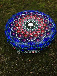 Mandala stone Mandala Art, Mandala Painting, Mandala Design, Dot Art Painting, Pebble Painting, Pebble Art, Stone Painting, Mandala Painted Rocks, Mandala Rocks