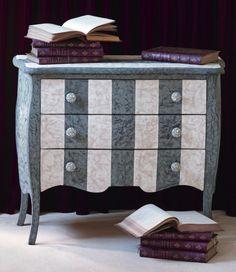 Meuble peint décoré de stucco et bouton en coquille d'oeufs Paint Designs, Decoration, Cottage Style, Chalk Paint, Painted Furniture, Shabby, Projects, Inspiration, Painting