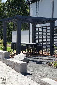 Väriä patiolle: Asuntomessut 2014 Black Garden, Outdoor Living, Outdoor Decor, Outdoor Gardens, House Plans, Pergola, Yard, Cottage, Outdoor Structures