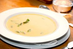Suppe med grønne asparges (aspargessuppe) Brown Bread, Roasted Peppers, Tomato Soup, Cheeseburger Chowder, Thai Red Curry, Salad, Stuffed Peppers, Ethnic Recipes, Potato Soup