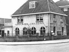 Gezicht op het filiaal Elinkwijk van de Openbare Leeszaal en Bibliotheek (Amsterdamsestraatweg 540) te Utrecht.ca 1966