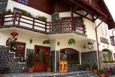Pension Touristic Romanian Wedding, Color Patterns, Beautiful Places, Traditional, Mansions, Country, House Styles, Inspiration, Home Decor