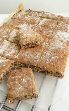 Saftigt bröd med rågmjöl och linfrön