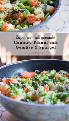 Heute kommt gaaanz viel Gemüse in die Pfanne. Denn in unserer Familienküche wird diese super leckere & schnell gemachte Country-Pfanne mit grünem Spargel, Kohlrabi, Möhren & Erbsen gezaubert. Als grünes Topping gibt es Petersilie, die du aber auch durch Schnittlauch ersetzen kannst. Für die rauchige Note sorgt der kross gebratene Speck – den du natürlich auch weglassen kannst, wenn deine Familie lieber eine vegetarische Gemüsepfanne bevorzugt. Ich wünsche euch einen guten Hunger!